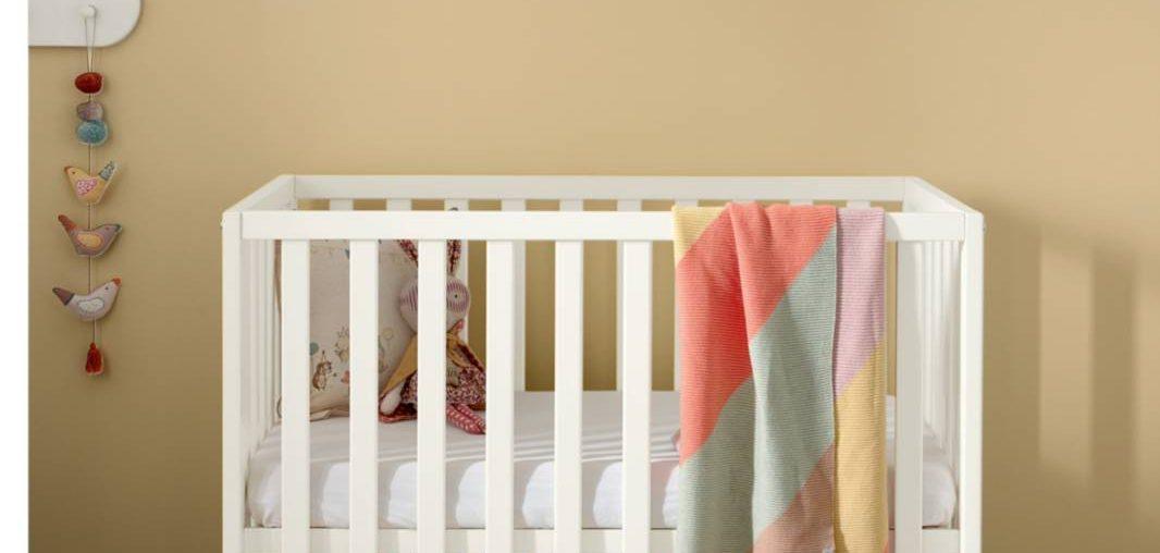 Las mejores cunas de productos para bebés no tóxicos para espacios pequeños
