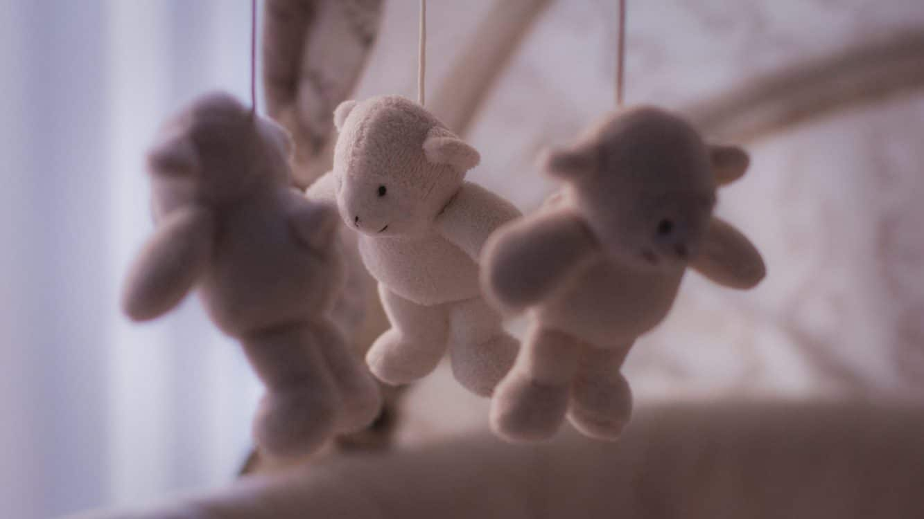 baby-crib-accessories- crib teddy mobile